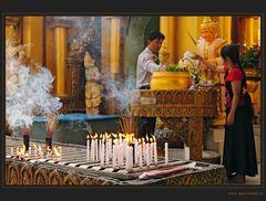 Andacht in der Shwedagon