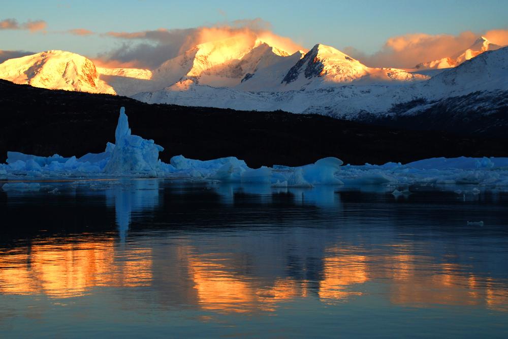 Anden-Glühen im Eisfjord