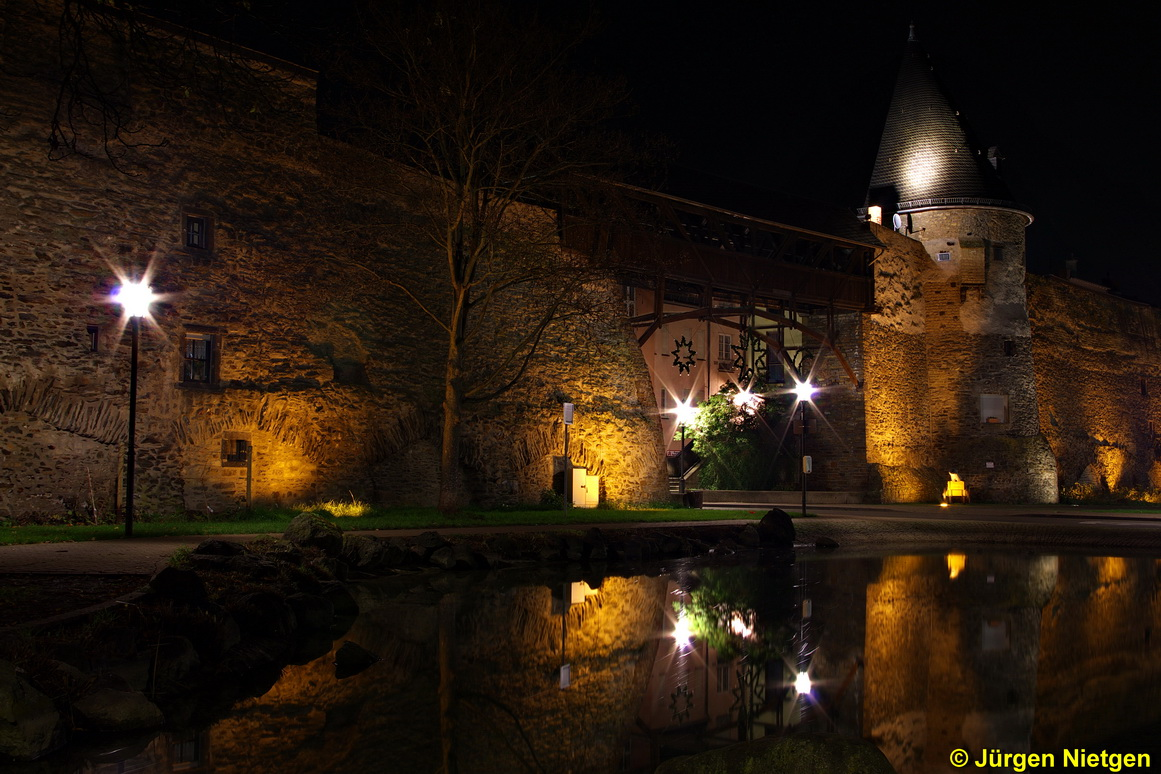 Andernacher Stadtmauer bei Nacht