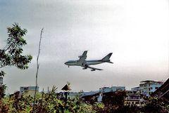 Anflug zum alten Flughafen von Hong Kong