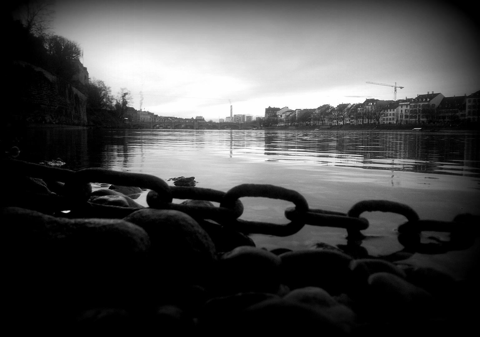 Angekettet - Basel Rhein
