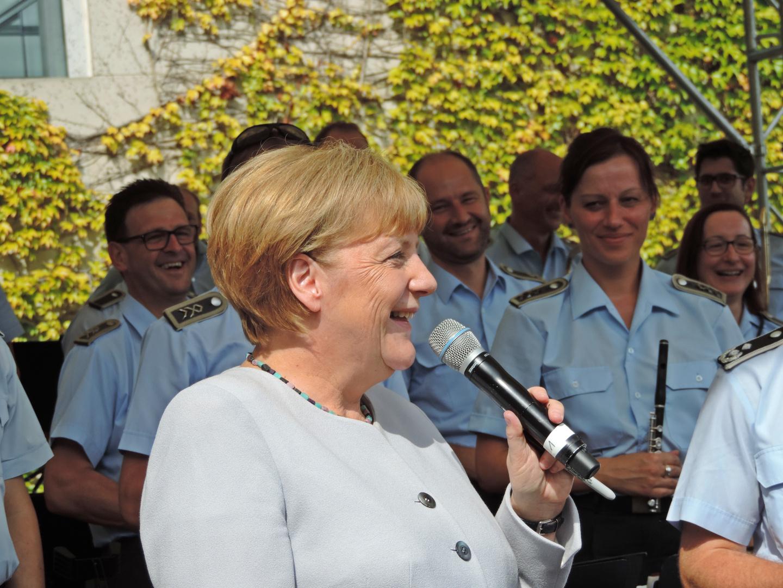 Angela merkel beim tag der offenen t r 2016 im for Tag der offenen tur berlin
