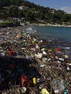 "angeschwemmte Müllkippe - oder ""buntes Strandtreiben"""