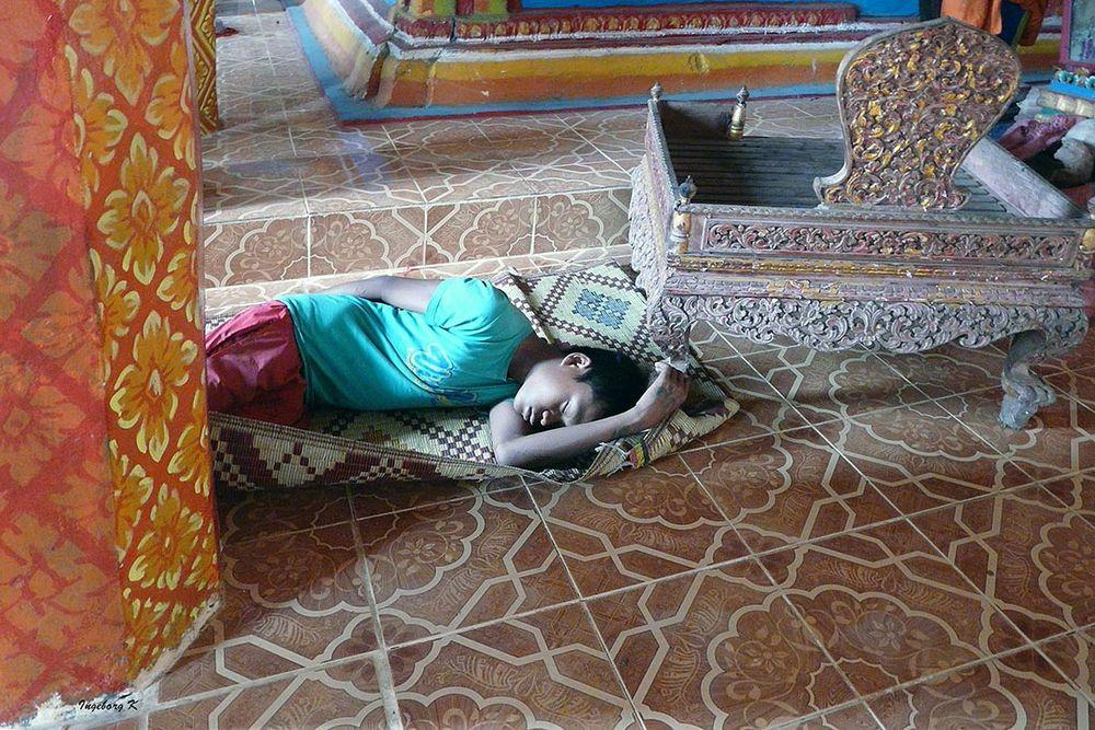 Angkor - eine ungewöhnliche Szene im Tempel