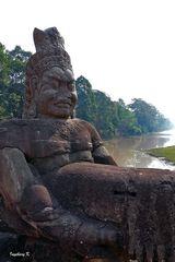 Angkor-Wat - Götterfigur am Tempel