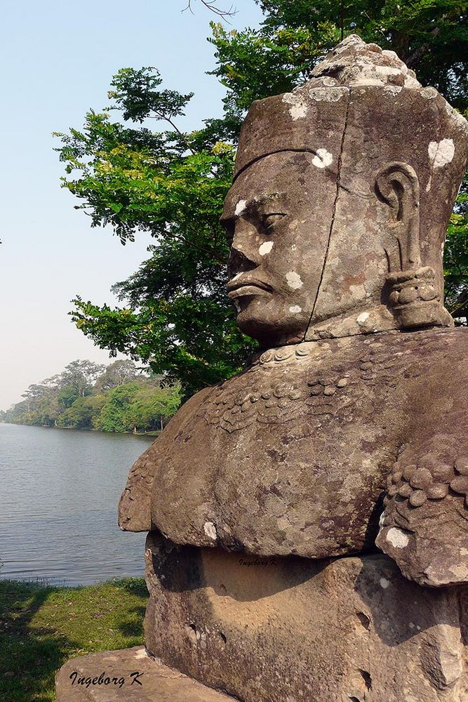 Angkor Wat - Götterfigur am Tempel