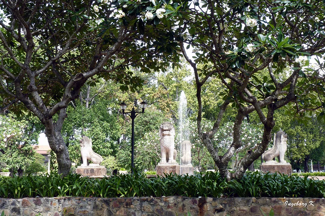 Angkor Watt   - Im Klostergarten