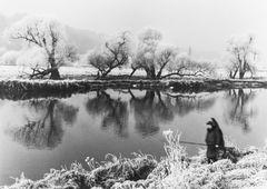 Angler an der Ruhr ( SW Analog Foto)