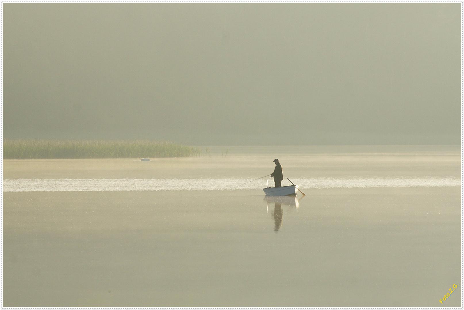 Angler und Nebel