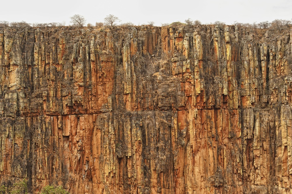 ANGOLA RENACE: La pared