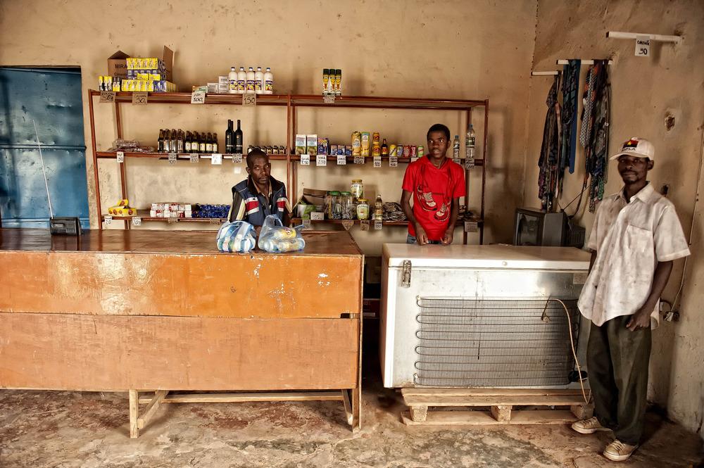 ANGOLA RENACE: La tienda
