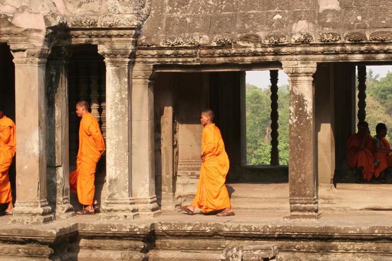 Ankor Wat - Touristen und Mönche