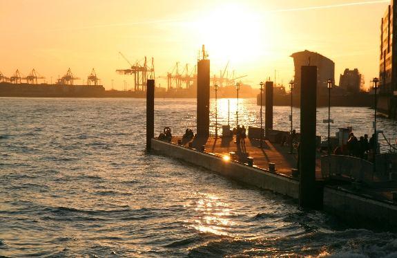 Anleger/Ableger 'Altonaer Fischmark' im Abendlicht