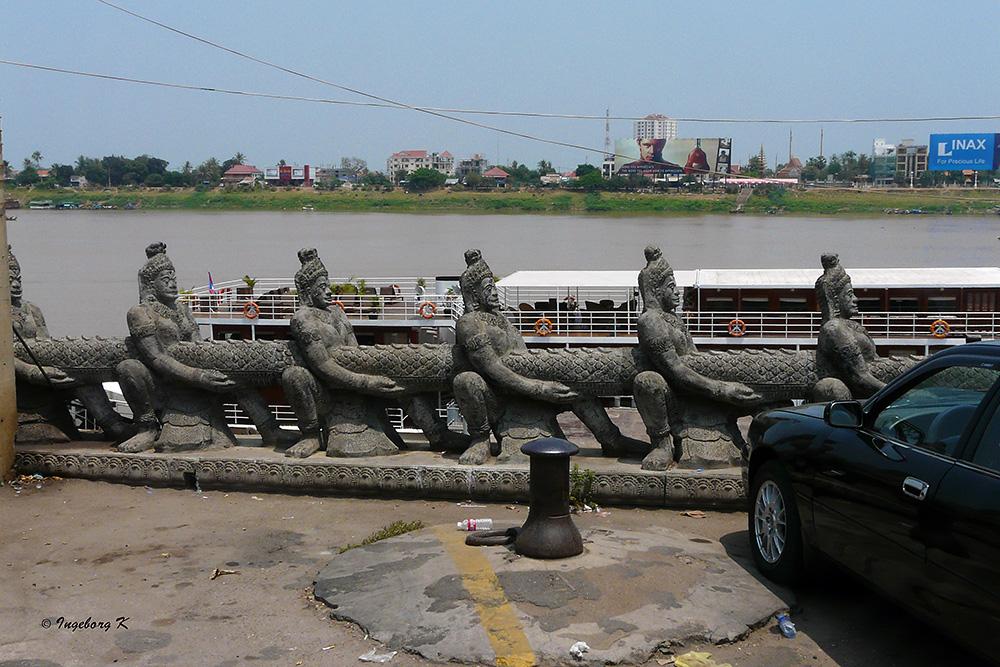 Anlegestelle in Phnom Penh - Blick an das andere Ufer