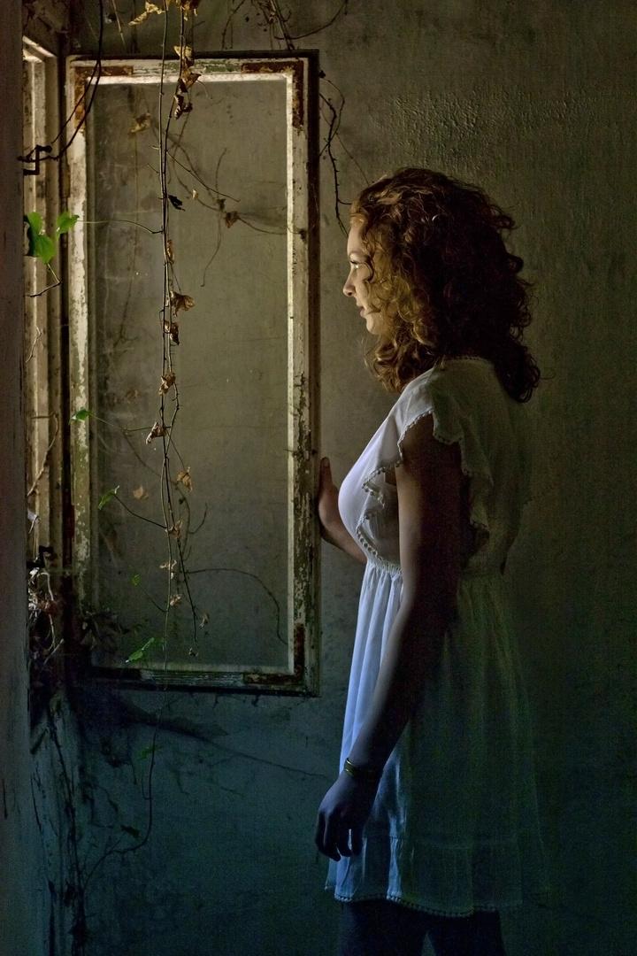 Anna am Fenster