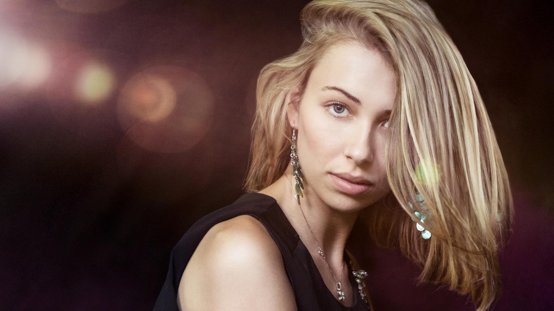 Anna Flare