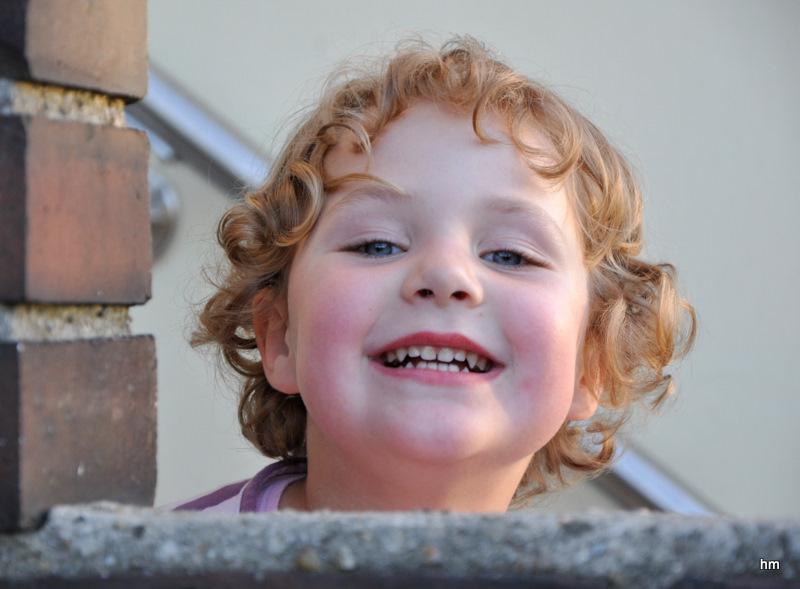 Anna Theresia kommt aus dem Kindergarten