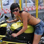 Anna und das Motorrad