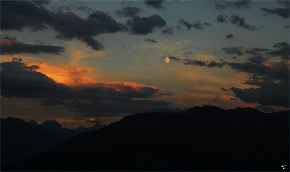 Anochece en los Alpes