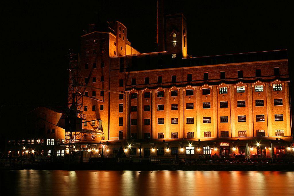 Ansichten - Innenhafen Duisburg/ Nacht