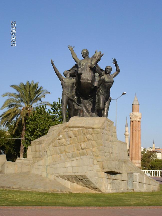 Antalia,Denkmal von Atatürk Kemal
