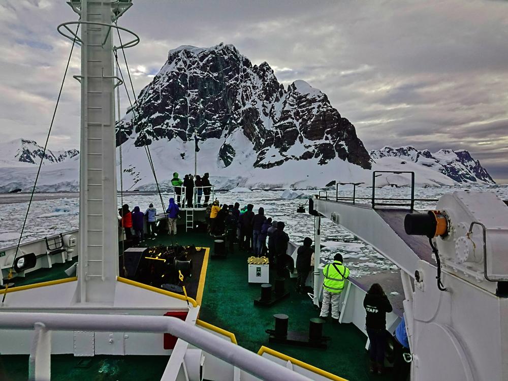Antarktis, Fahrt durch Treibeis