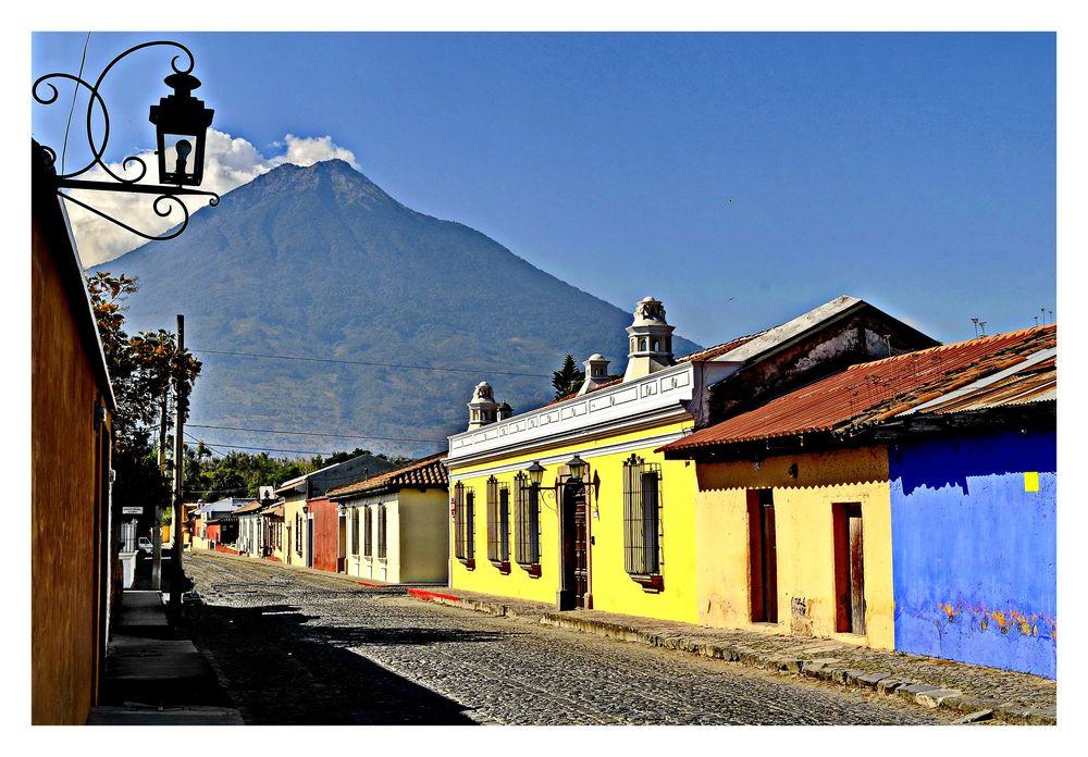 ANTIGUA /Guatemala /Volcan Unaphu/Volcan de Agua