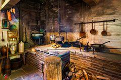 >>> Antike Küchenzeile