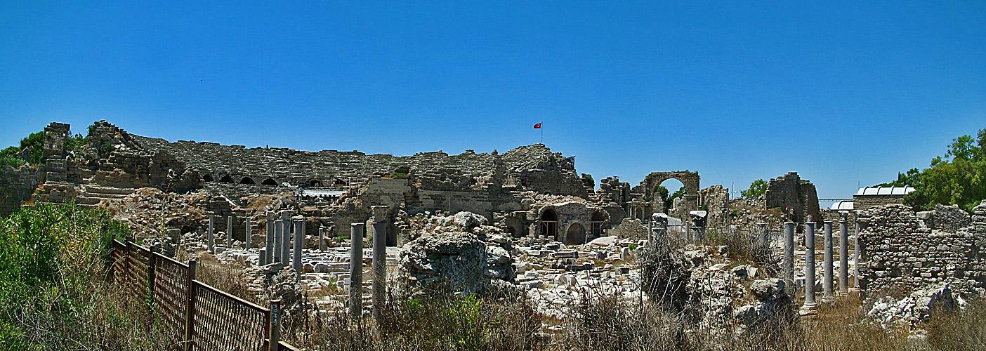 Antikes Side (Türkei) als Panorama 2