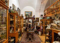 antiquitäten und trödelwaren aller art...