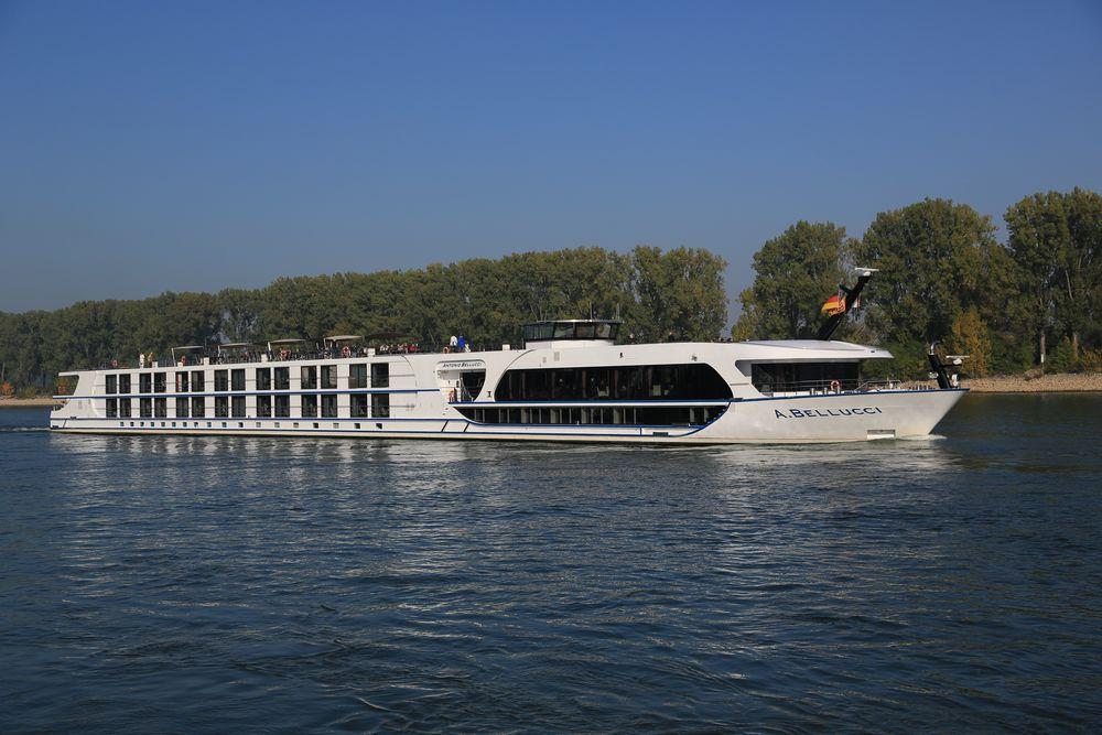 """Antonio Belucci"" (cruise ship) bei Worms"