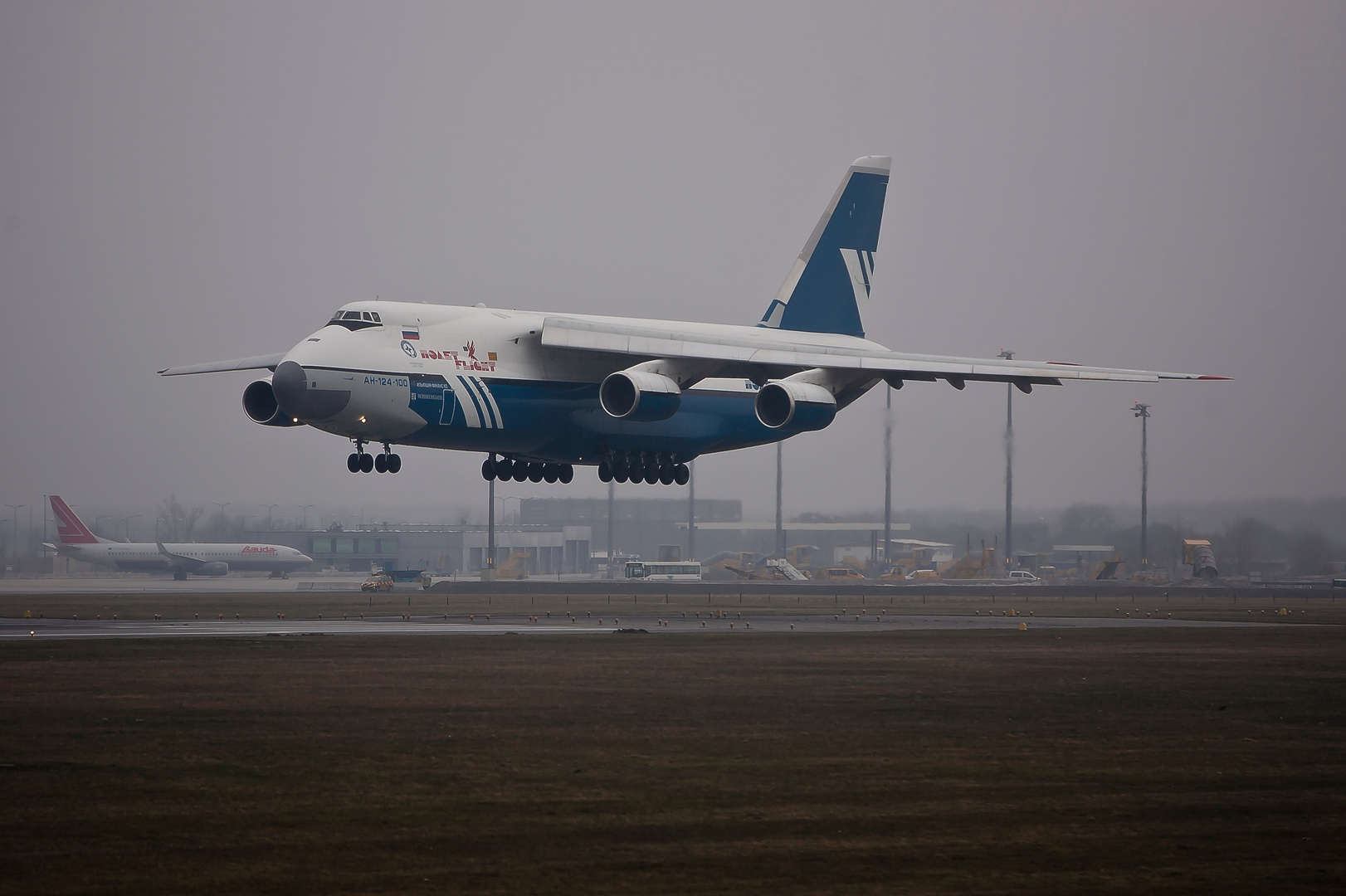 Antonov 124-100 Polet...