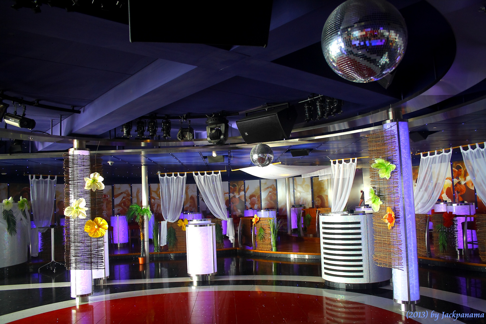 Anytime-Bar mit Discothek