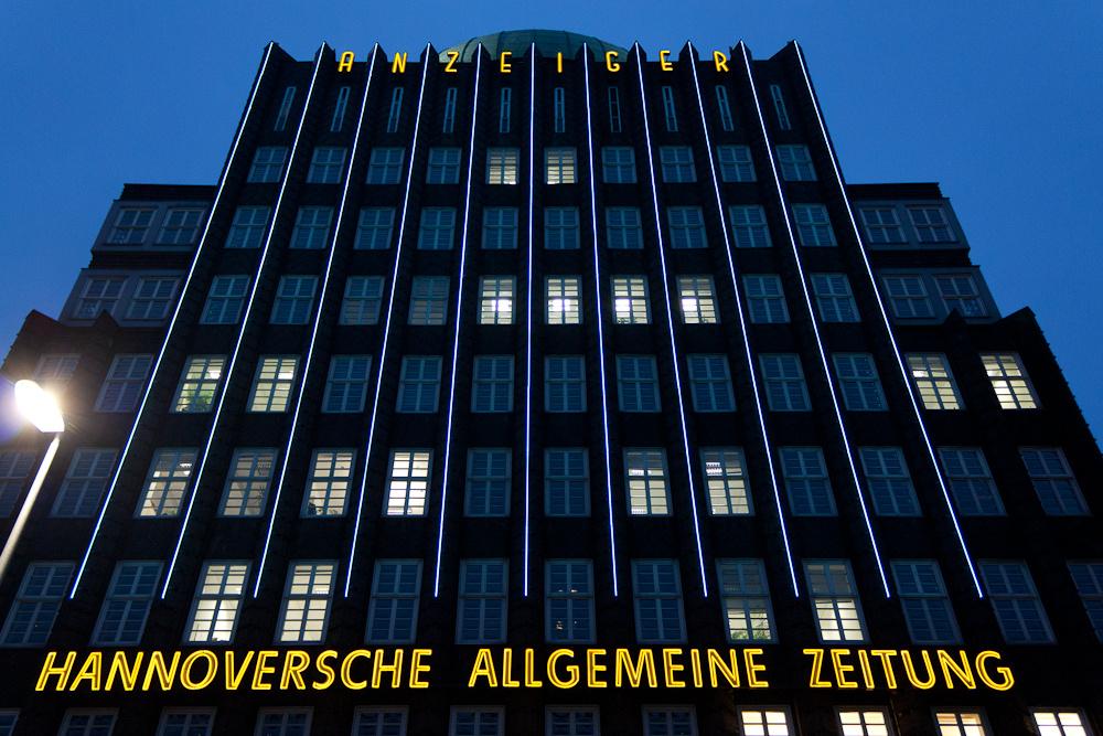 Anzeiger Hochhaus beleuchtet 1