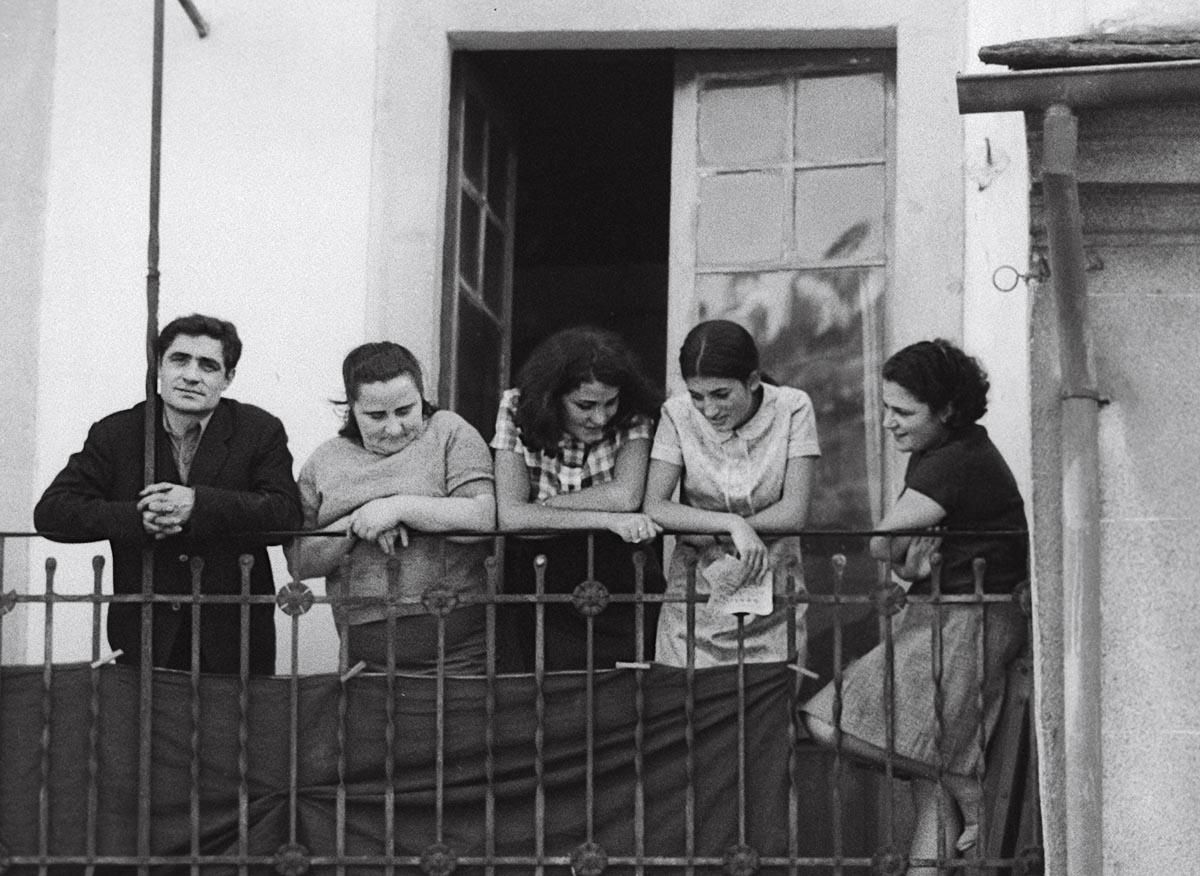 Año 1.965-En el balcón