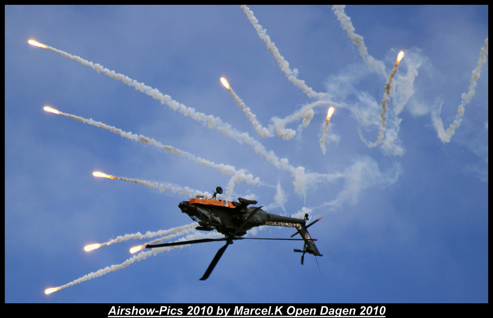 Apache Netherlandse Luchtmacht Demo with Flares