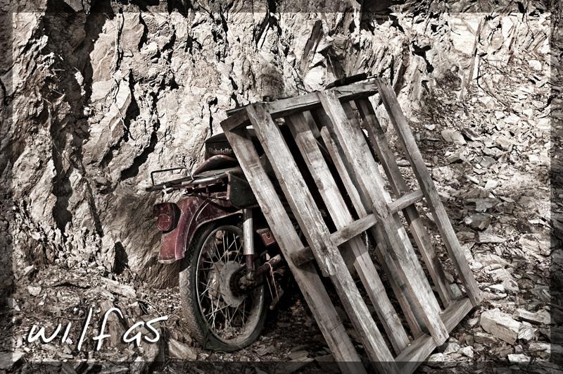 Aparcando la moto