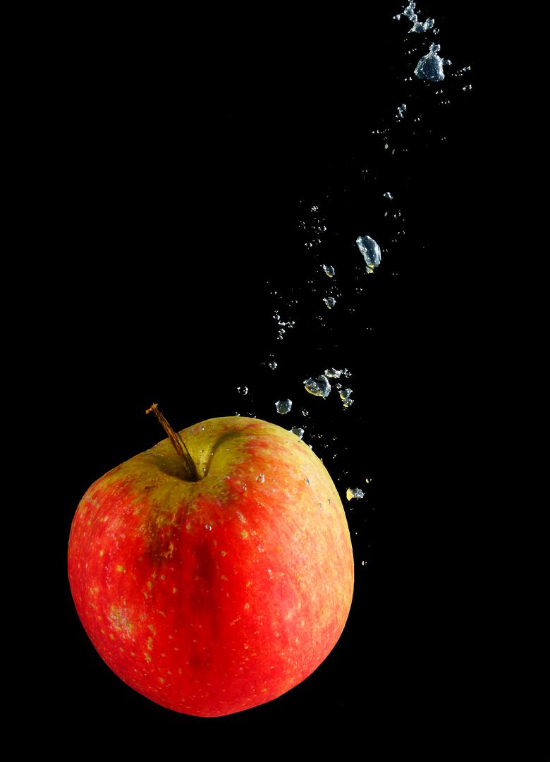 Apfel im Wasser 3