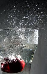 Apfel in Wasser 1