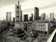 Architektonische Kontraste in Frankfurt am Main - NB