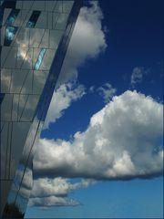 Architektur in Konkurrenz mit den Wolken
