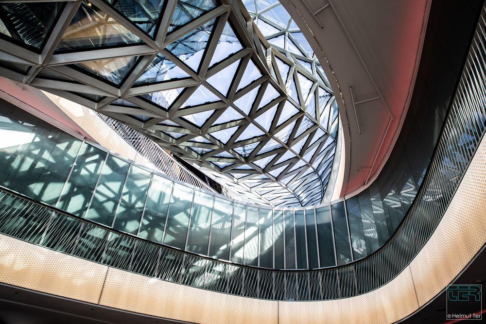 architettura moderna - ein Fluss aus Glas.