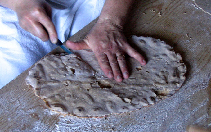 'Aresonzu - Tagliare il pane