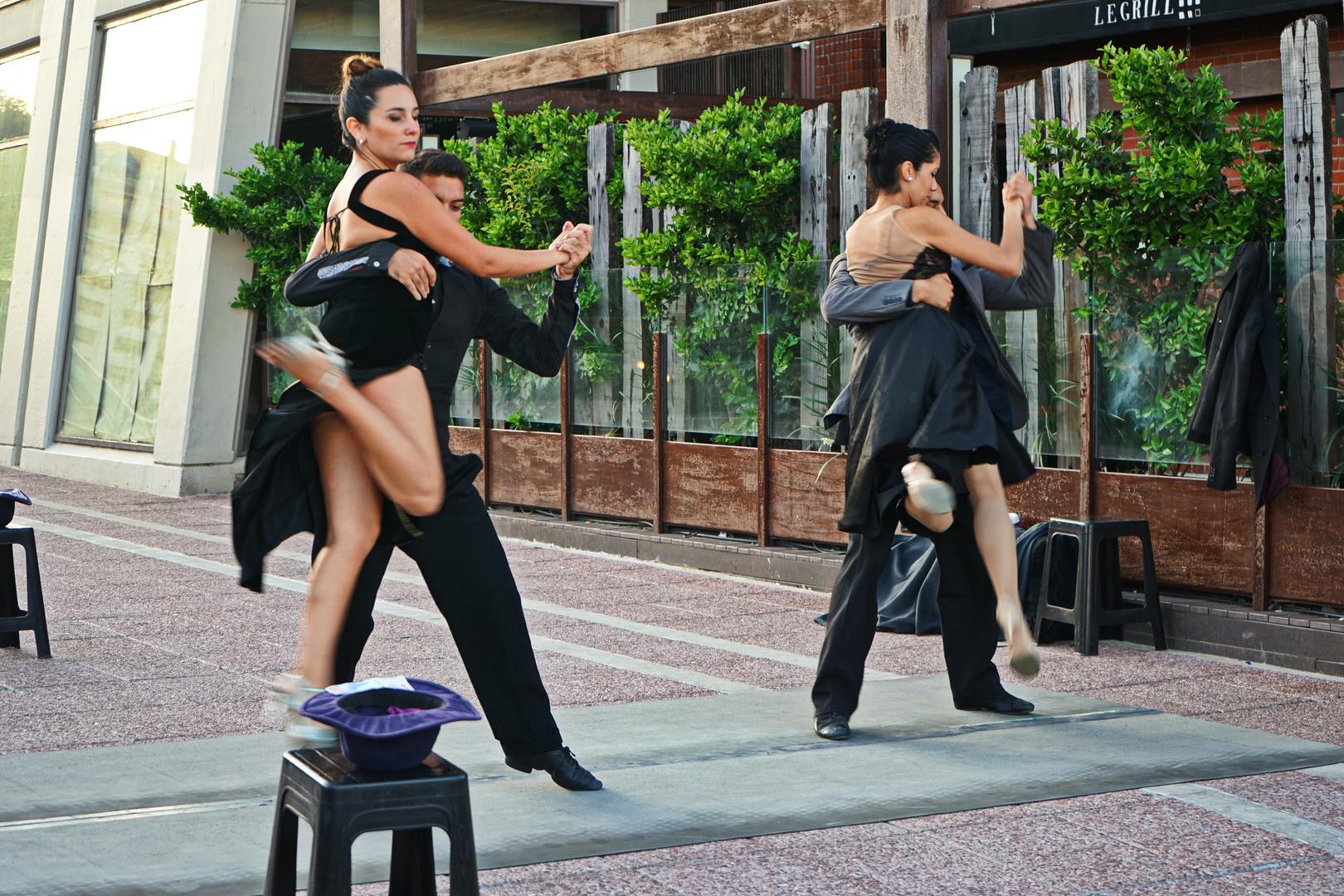 Argetinischer Tango Tänzer  Buenos Aires am Ufer