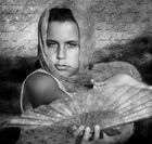 Ariane con el abanico byn texturas