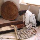 'Arionzu-Donna di Mamoiada che lavora la pasta