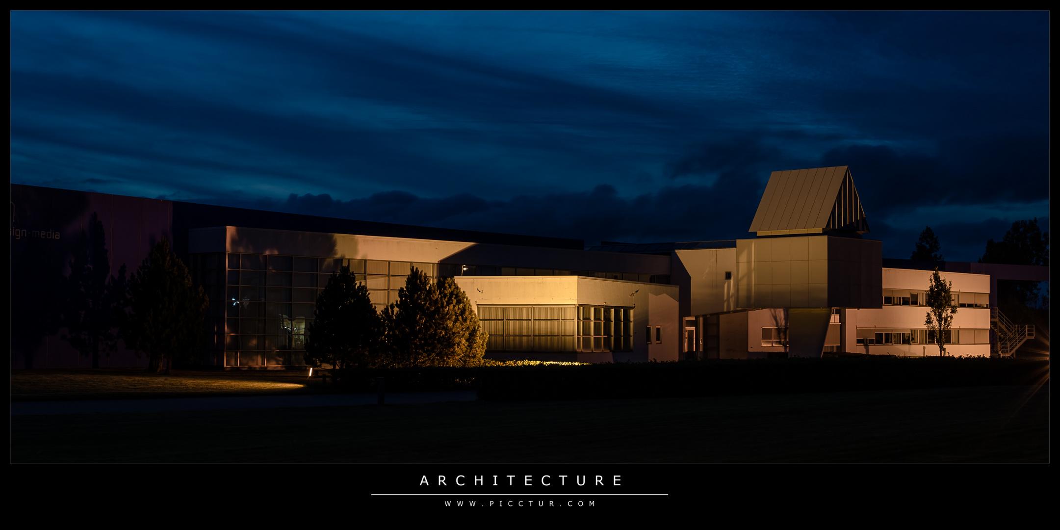 Arkitektur bogtrykker Esbjerg by night