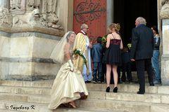 Arles - Kathedrale St. Trophime - Braut vor der Trauung