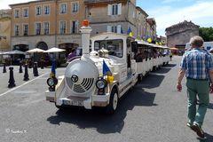 Arles - Kleine Bahn für die Stadtrundfahrt