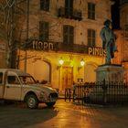 Arles, Place du Forum, Mistral et Citroen